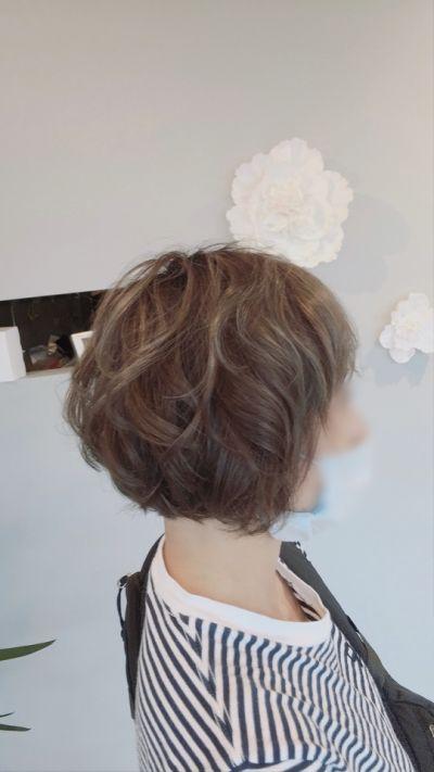 大人のショートスタイルの巻き髪のイメージ