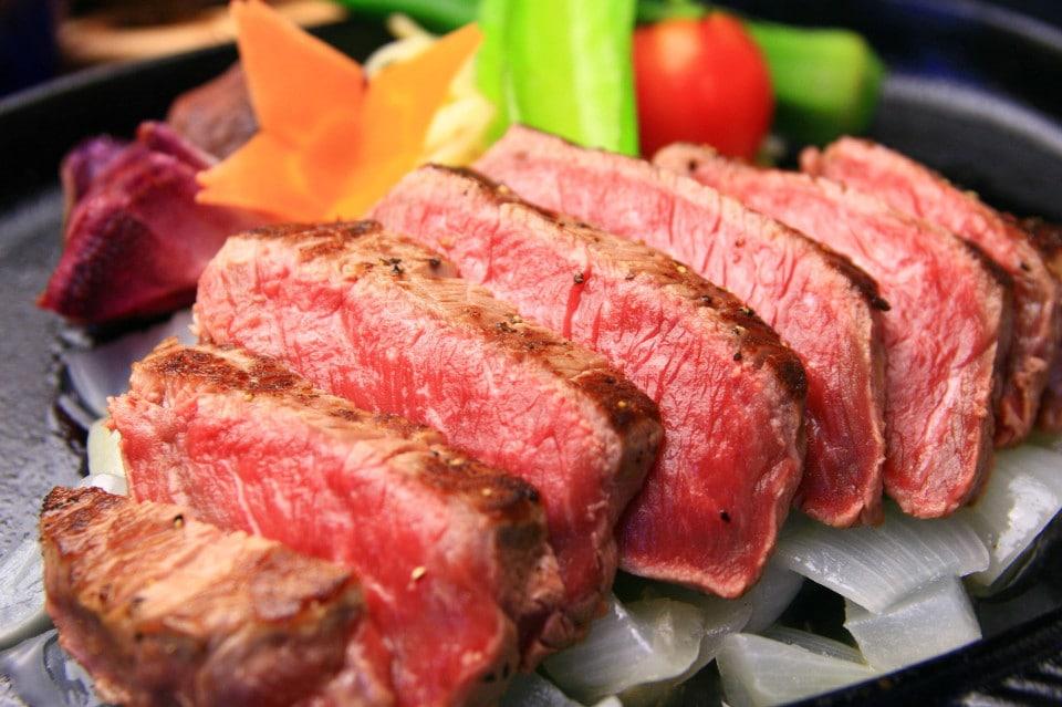 ツクツクサロン マーケットプレイス店 | ミートセラーでディスプレイした上質な赤身肉を量り売り★