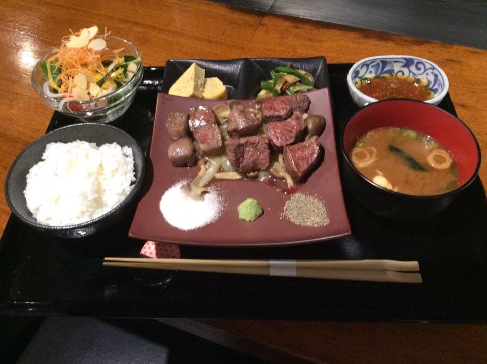 志ん 神戸牛・神戸有機野菜 三宮本店 JR神戸線三ノ宮駅西口 徒歩5分 | 大人気 志ん ステーキ重!!