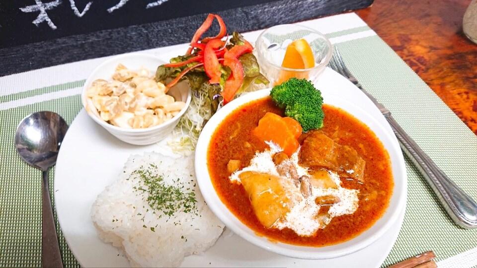 沖縄市・うるま市でランチ&ディナーなら『レストランリトルシード』ご家族様大歓迎! | 寒い日にはとろーりほどける🍅牛すじトマトシチュー🍅