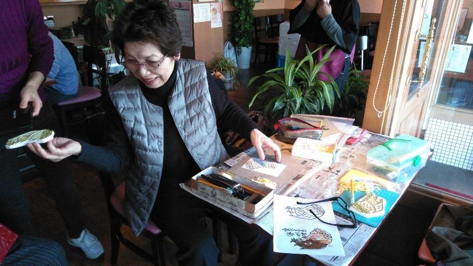 カフェ よつ葉のクローバー | よつ葉ライフ | 消しゴム版画教室を開催