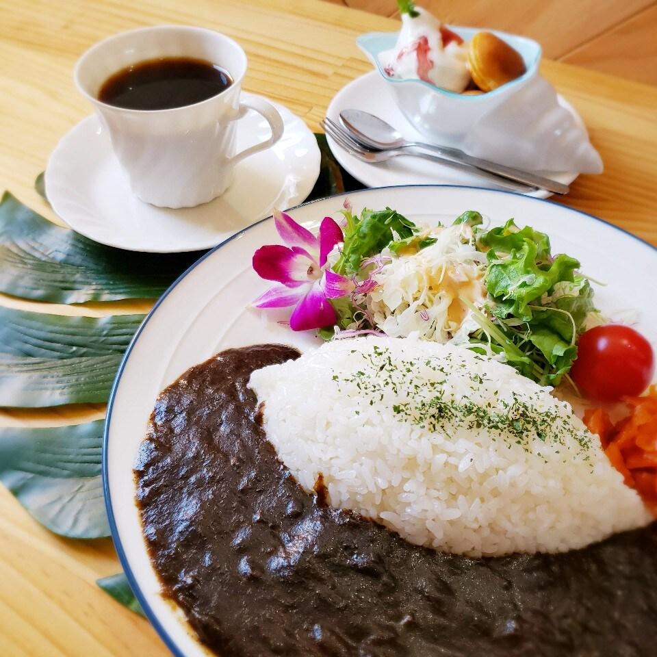 カレーのおいしいカフェ/COCO | お昼はお得なランチタイムで¥900〜♪