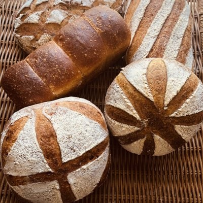 パンの窯入れ動画