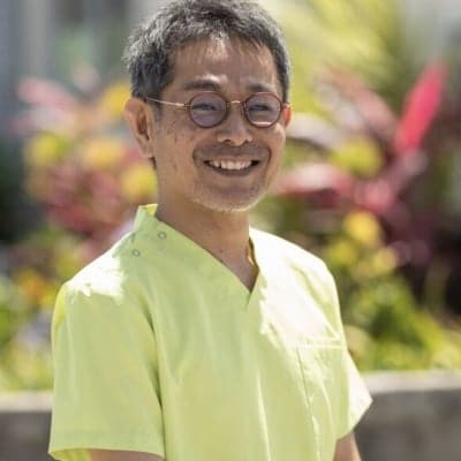 沖縄市でO脚矯正、無痛整体で心身ともに整う「やさしい整体さりげなく」