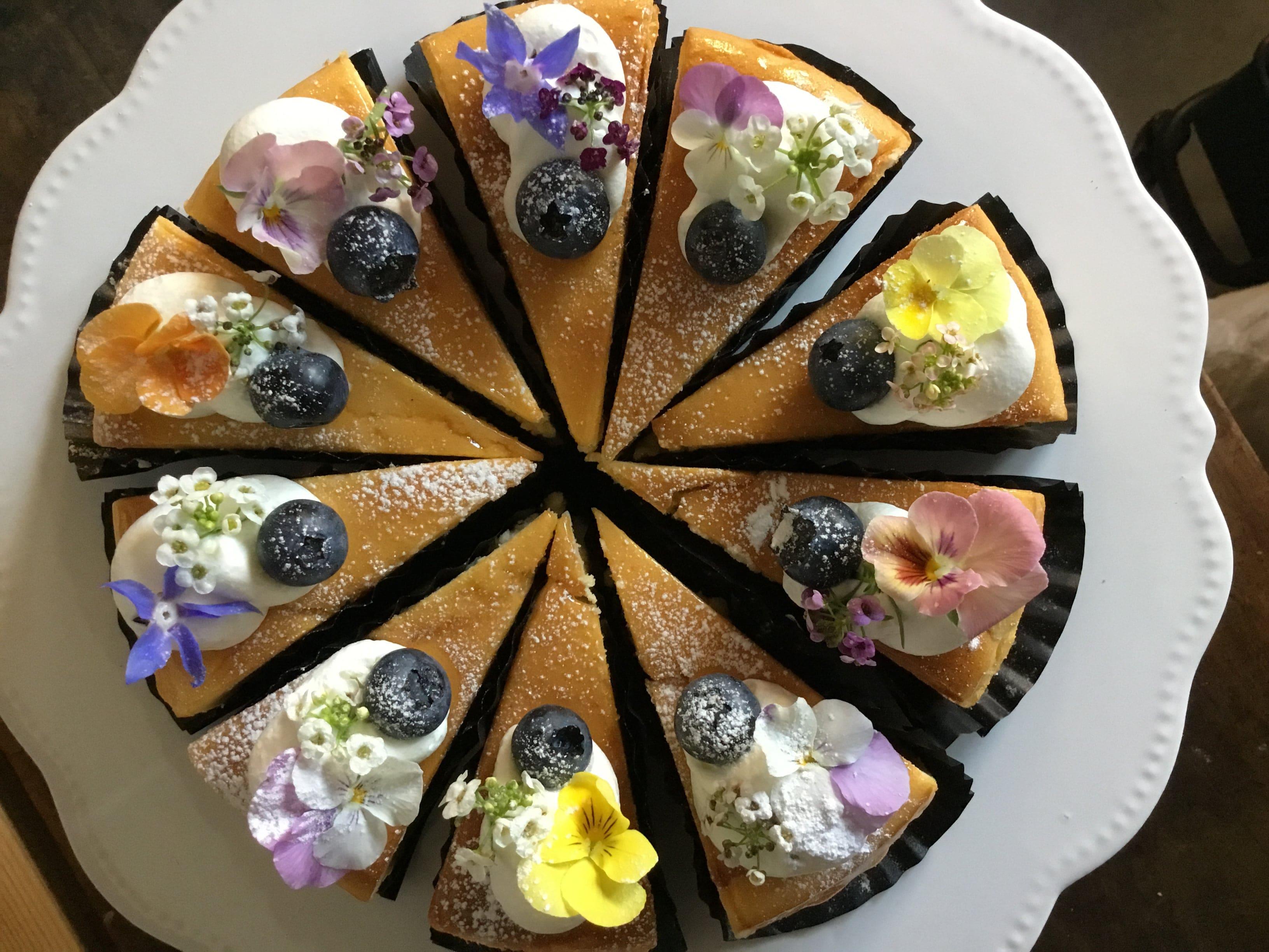こはく製菓 エディブルフラワーチーズケーキ