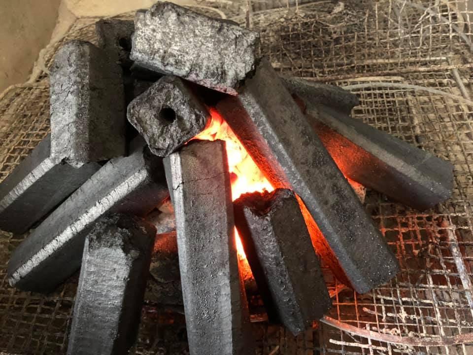 美崎牛本店は炭火焼肉です!