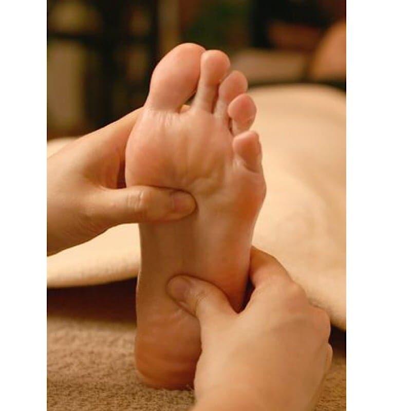 福岡足つぼリフレクソロジー/痛気持ちいい刺激が人気!足裏の80箇所の反射区を丁寧に刺激します。全身の巡りが良くなり心とカラダが軽くなる♪
