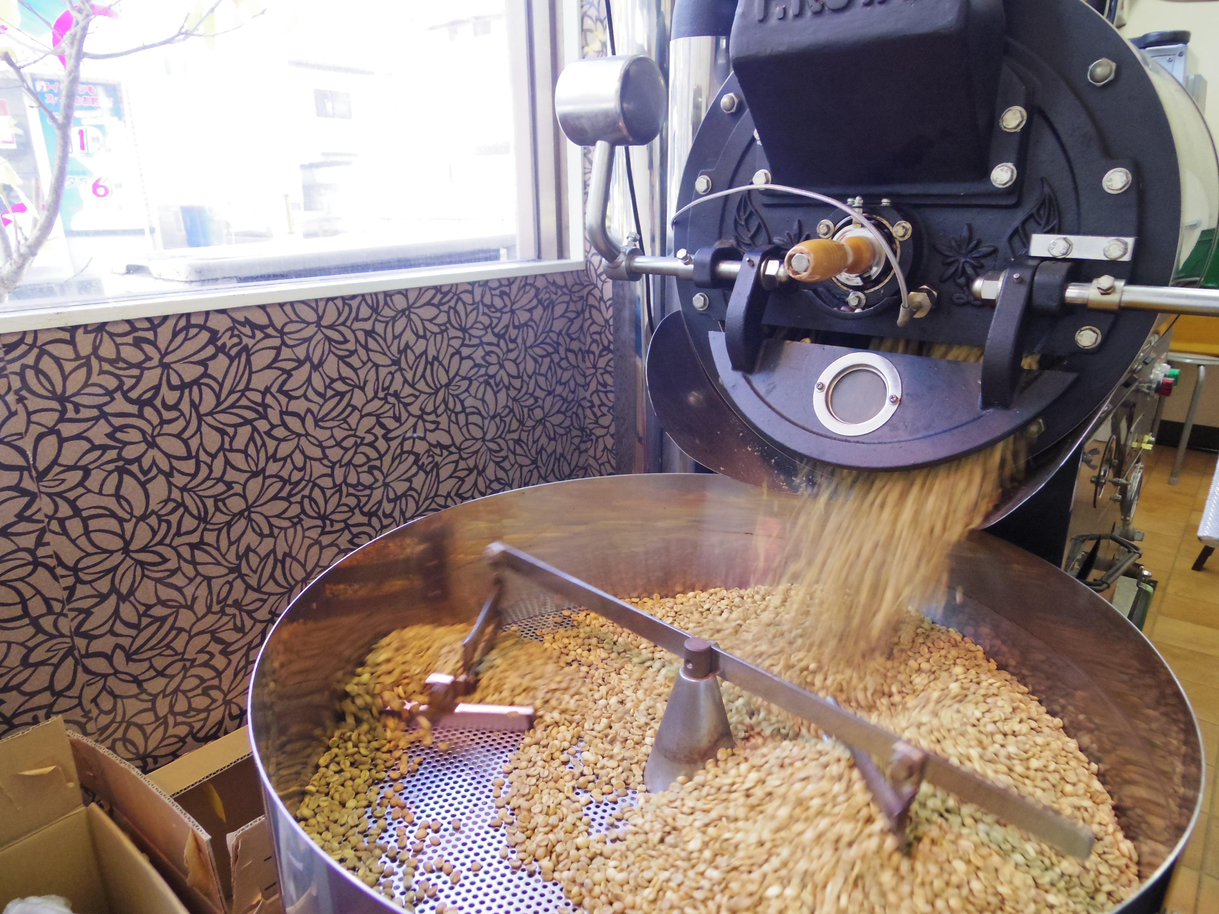東大宮のカフェ&福祉施設/自家焙煎珈琲【ちひろ珈琲】のコーヒー豆焙煎の風景