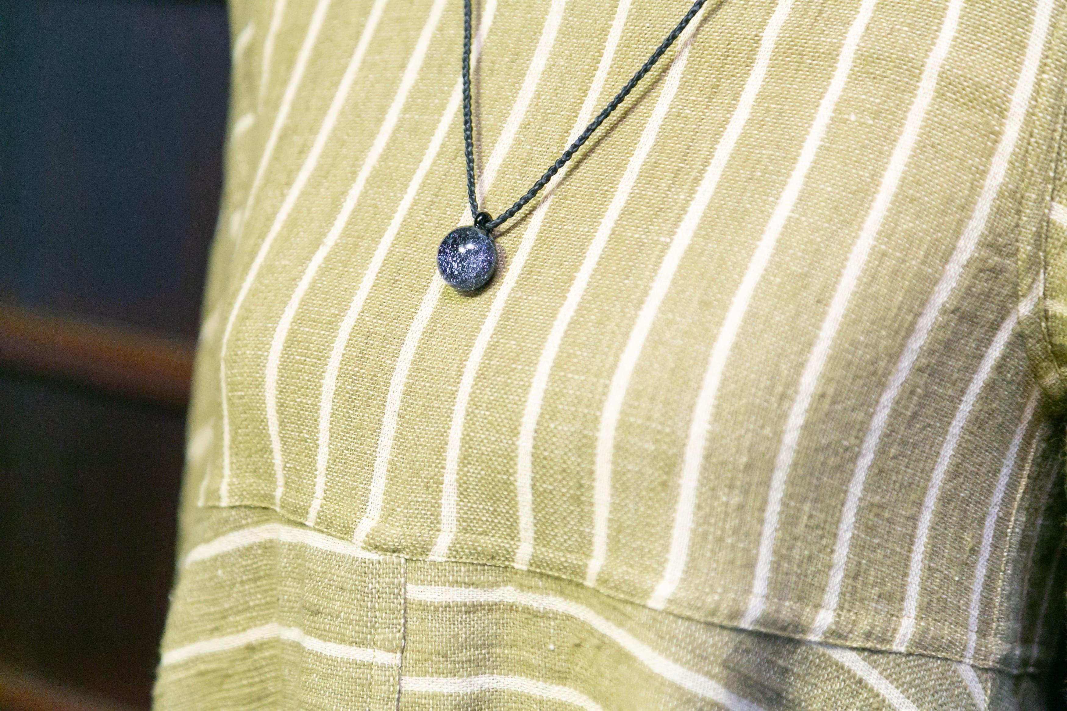心身にやさしい手紡ぎ、手織り、天然草木染めの自然服「うさと」