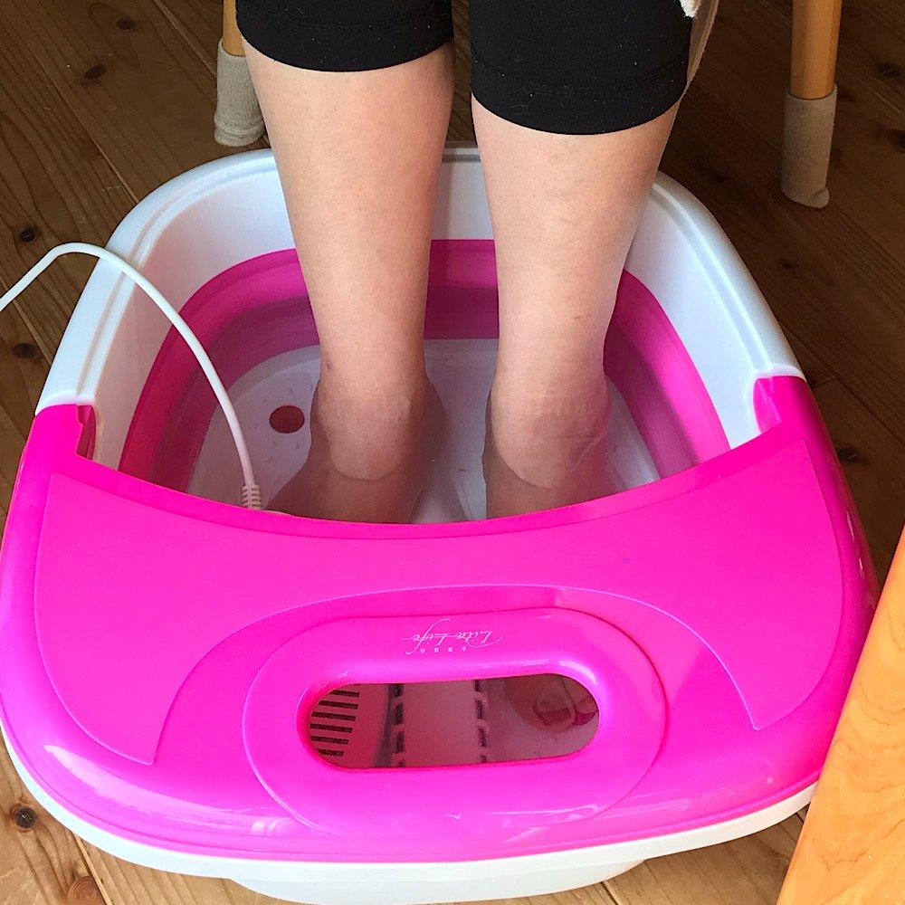 高濃度の水素水で足湯ができます。