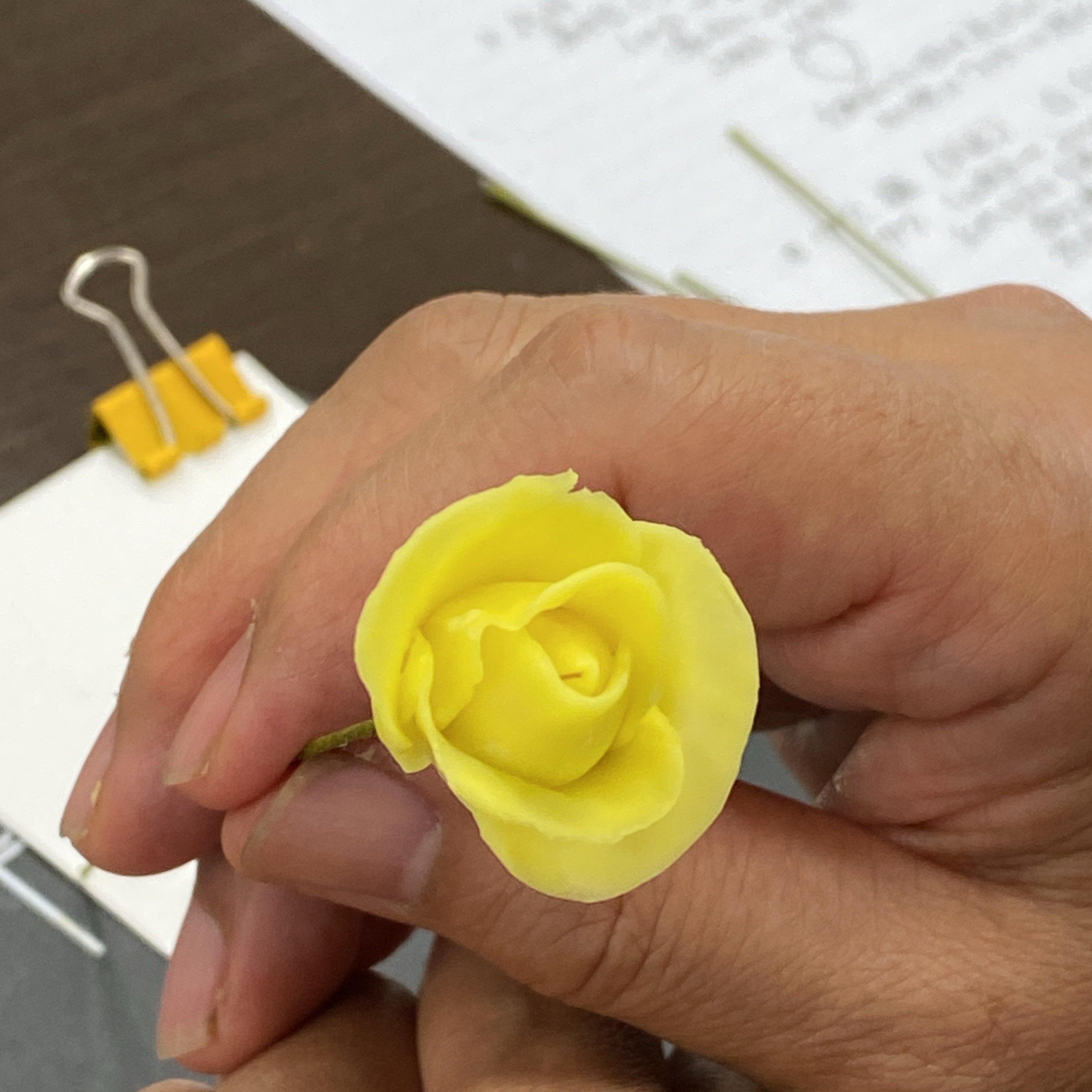 ハンドメイド/クレイフラワー(粘土で作ったお花)/ミニバラ