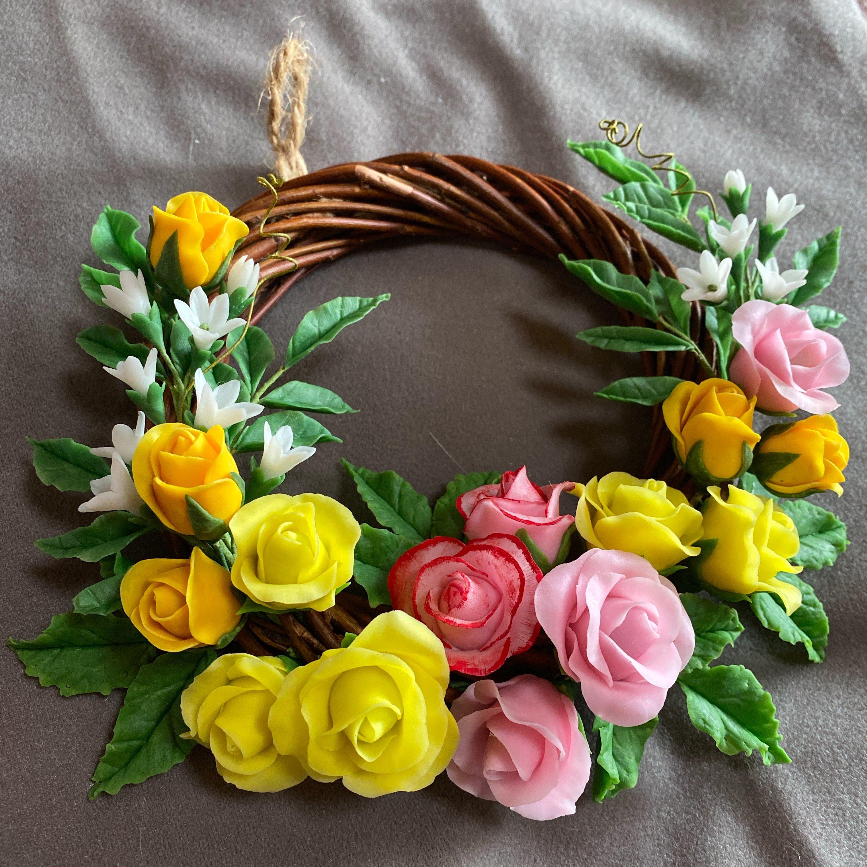 ハンドメイド/クレイフラワー(粘土で作ったお花)/ミニバラのリース