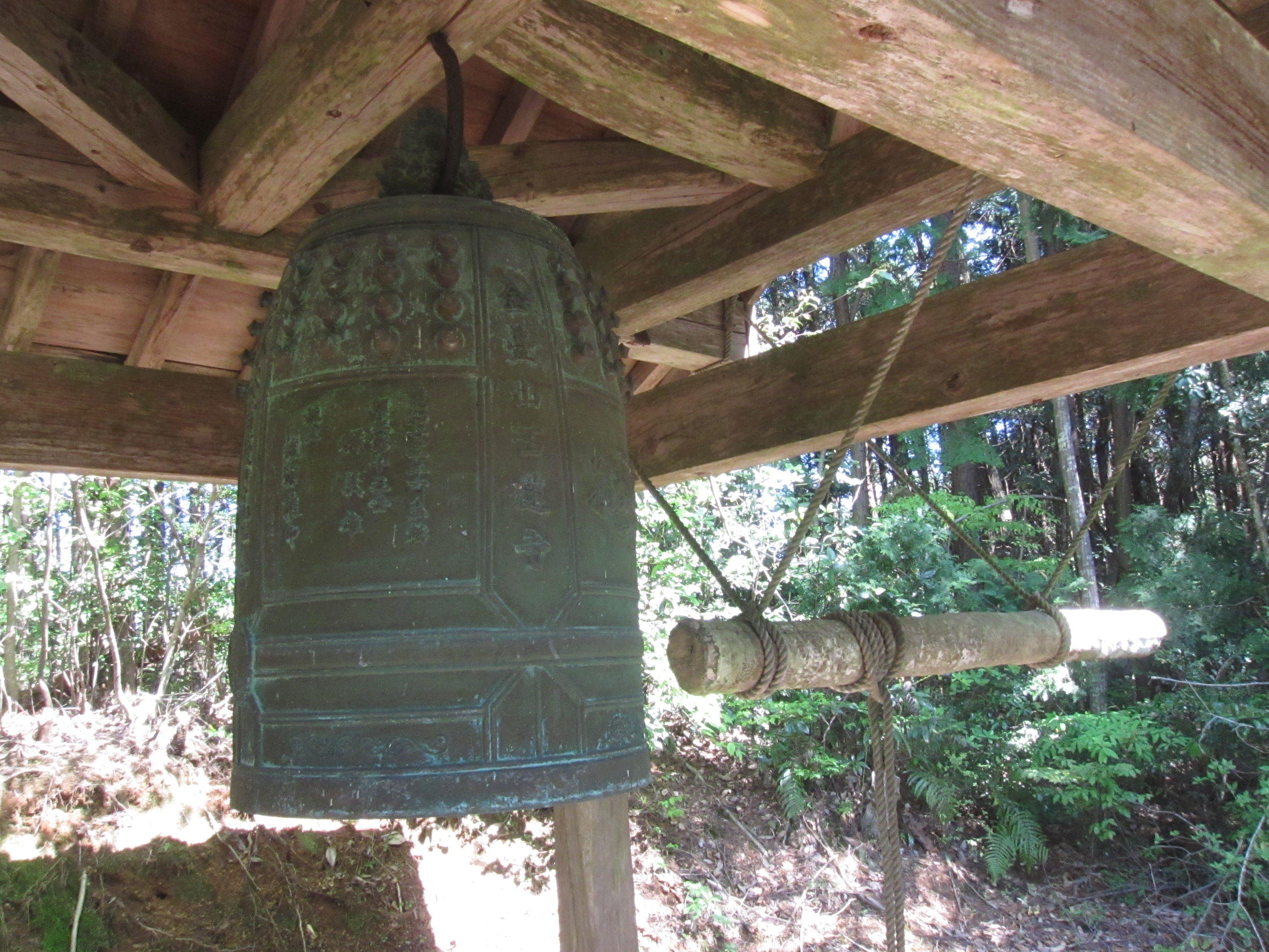 西蓮寺裏山頂上にある梵鐘