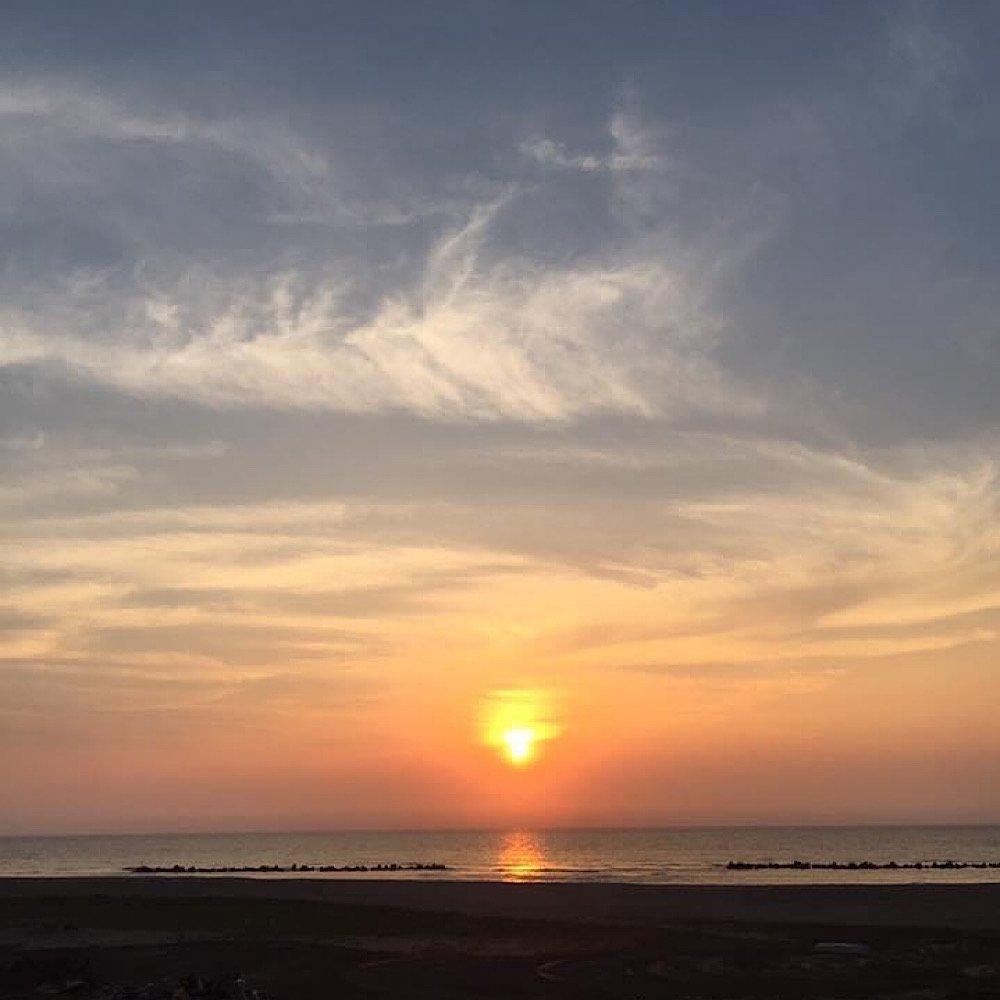佐渡に沈むの越前浜の夕日