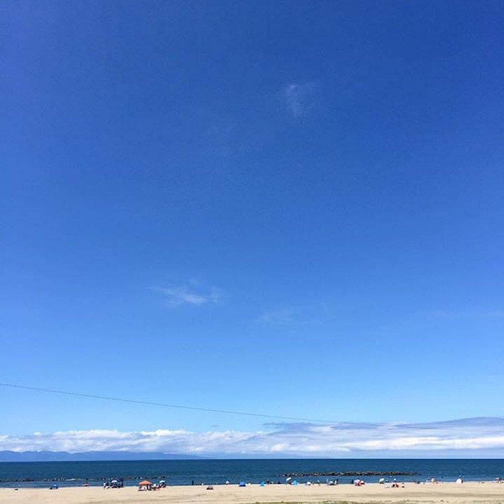 海も空も青一色