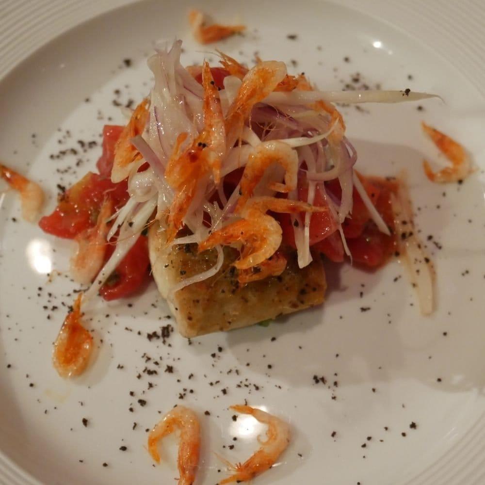 リベロ 鯛のソテー桜エビと葉玉葱のサラダ