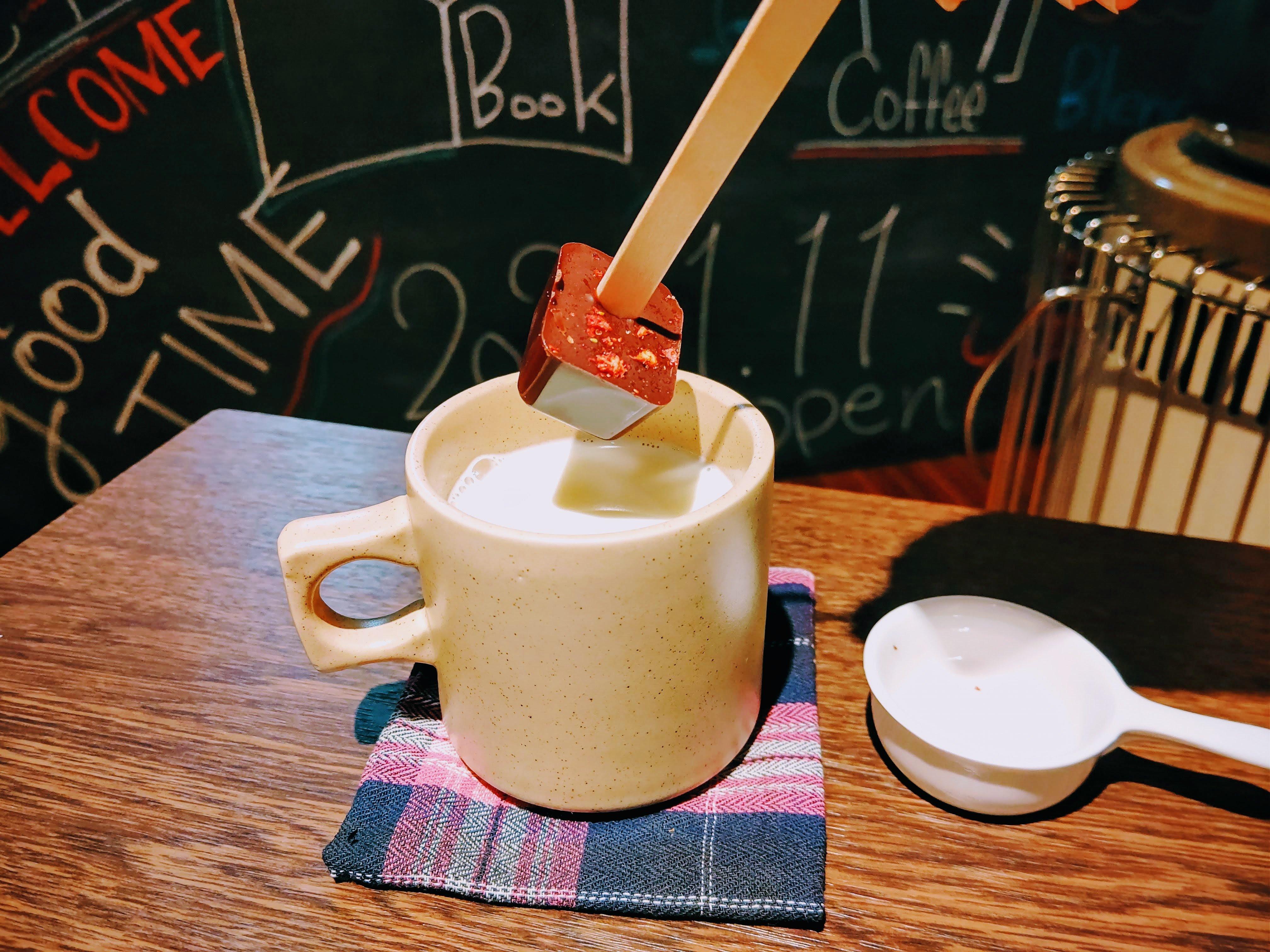 Book&Coffee coyomi AWAJISHIMA CHOCOLATE チョコポップ