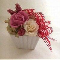 <クールピンク>チェックリボンスクエアアレンジ☆高さ16cmケース付【送料・消費税込】お花 プリザーブドフラワー プレゼント ギフト お誕生日 お祝い アークロスマルシェ