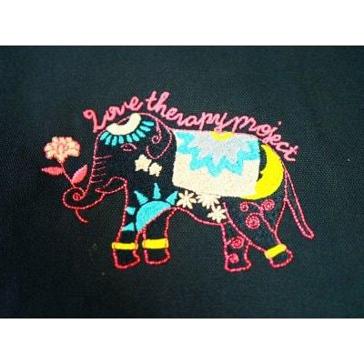 【送料無料】「幸せの象徴 象刺繍」チャリティバック(スクエア型トートバッグMサイズ)