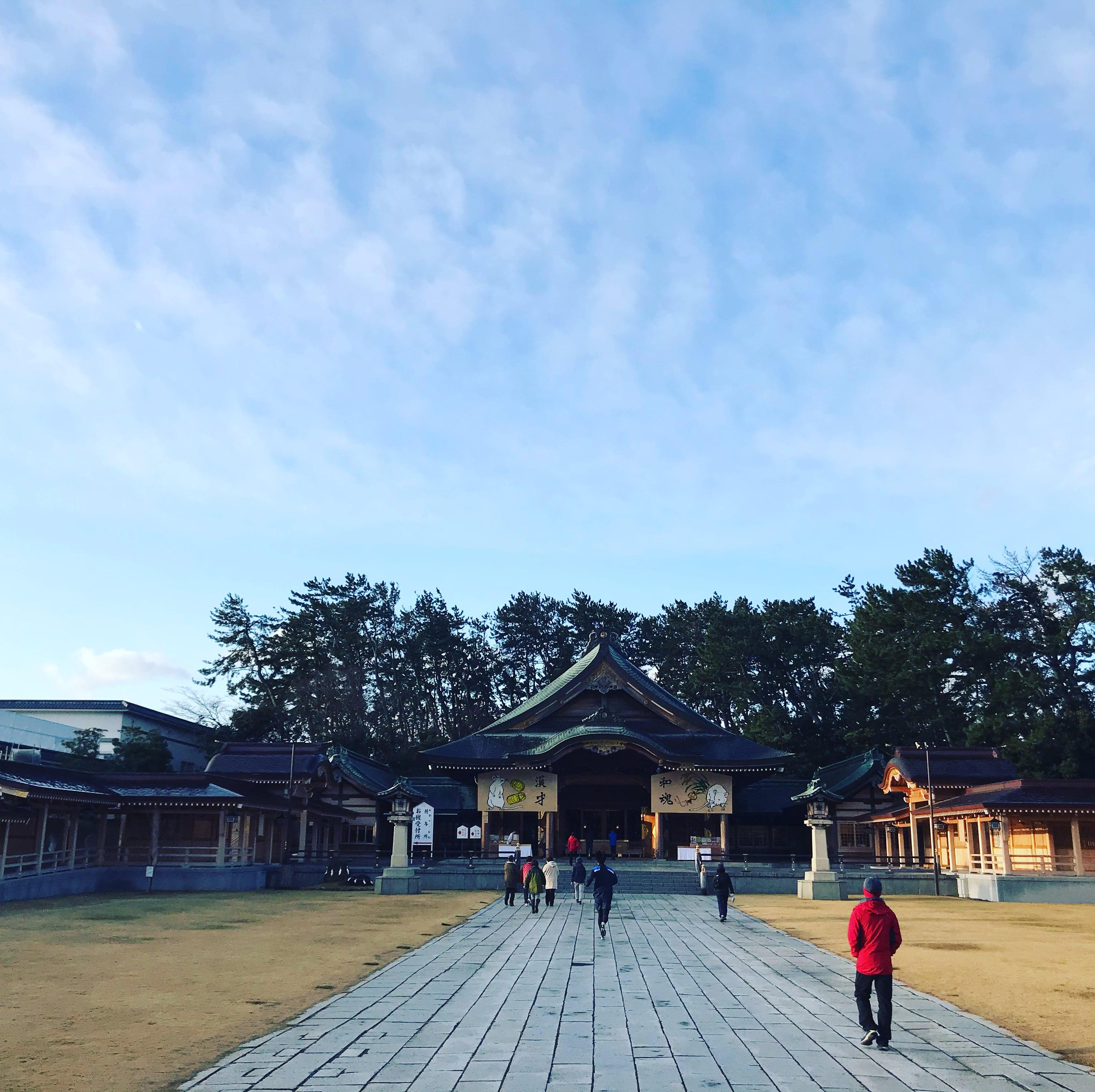 新潟県護国神社清掃奉仕のイメージその1