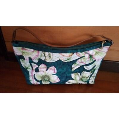 プルメリアのハワイアンキルトのバッグ