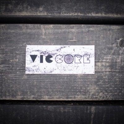 viccore ボックスロゴステッカー WHITE