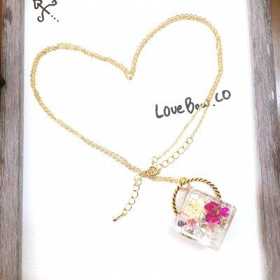 ひとすくいの花束のネックレス