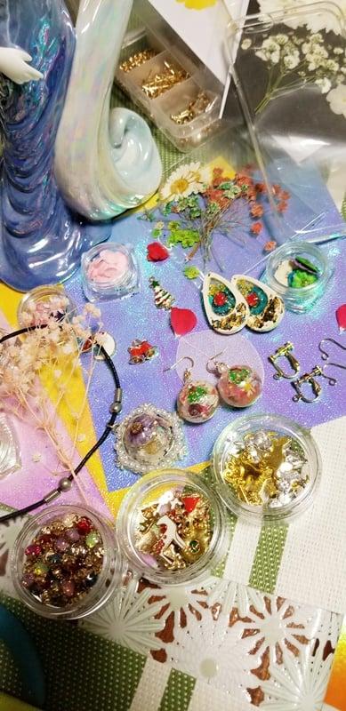 押し花で手作り、イヤリング。ピアス、ネックレスを作ろう!東京葛飾区初心者でも可愛く作れる!プレゼントにもおすすめのイメージその4