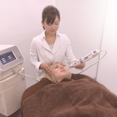 【初回限定価格!!】ヒト幹細胞培養液美容!まったく新しい美容法・刺さない美容針。肌の奥へ有効成分を届ける。最先端のフェイスケア!!