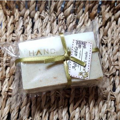 よもぎパウダーと米ぬか入り 石鹸コールドプレス製法により手作りした石鹸