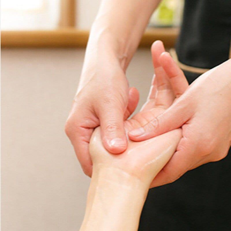 【1DAY  】高齢者にもやさしいハンドマッサージ/アロマタッチセラピー講座のイメージその1