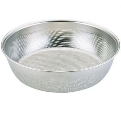 【ユキワキッチンボールシリーズ】 パンチングキッチンボール浅型27cm<目詰まりしにくく、ほつれの心配が無いステンレスパンチング材は業務用で愛用される本格派キッチンウェア。組み合わせで用途が広がります。