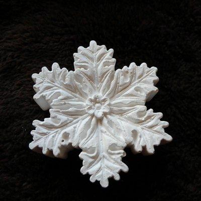 置いても飾っても可愛い アロマストーンの雪の結晶