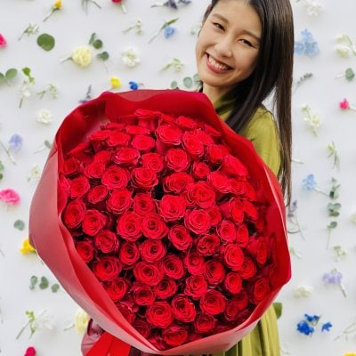 A bouquet of 100 roses| To loved one