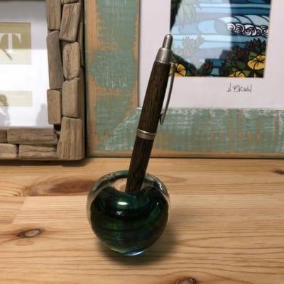 どんなサイズのペンでも立てられるガラスのペン立て(萌葱色 もえぎいろ)