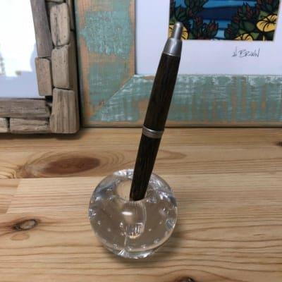 どんなサイズのペンでも立てられるガラスのペン立て(透明)