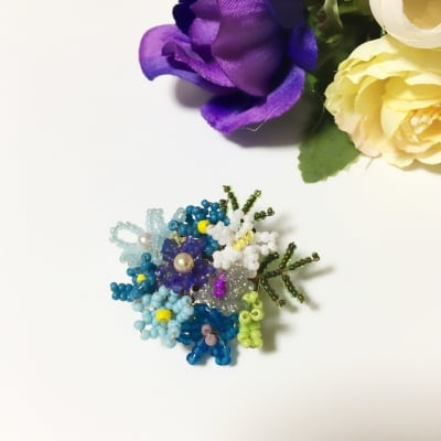 紫陽花カラーのビーズブローチ