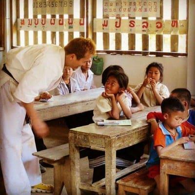 学校のない小さな人たちに勉強の機会を!!