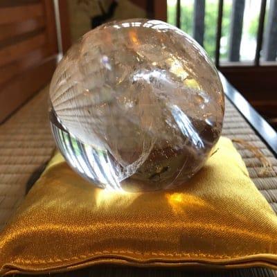 金運 水晶玉 透明 75mm レインボー入り