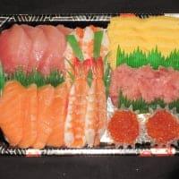 「ママ楽ちん!ファミリー手巻寿司ねたセット4人前」(7種のねた、酢飯、海苔付き)¥4200 ※要予約商品