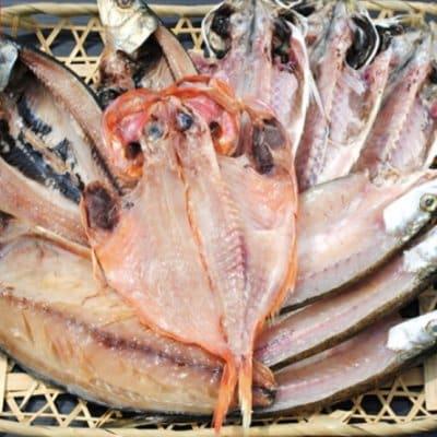 【ご自宅で作りたての味がお楽しみ頂けます】 焼くだけ簡単しかも冷凍保存も出来る・・・  魚屋経験25年の目利きが惚れた一つ一つが手づくりの干物旬の魚を厳選した厳選干物セット
