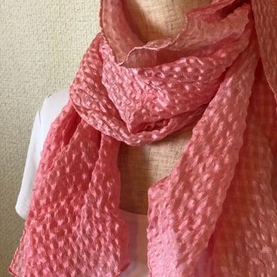 草木染膨れ織絹スカーフ(ピンク)