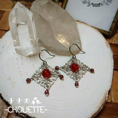 【1点限り】天然石赤メノウとガーネットのピアス(チタン)