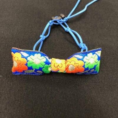 キュートな花柄リボン☆ブルー☆6色展開〜革ひもチョーカー小型犬用
