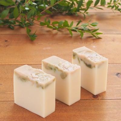 【無香料で、高級オリーブスクワラン配合のかわいい石けん】オリーブスクワランのケーキソープ(洗顔石けん)