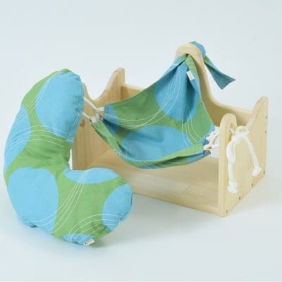 ハンモックピローα(アルファー)サークルG/世界初!Hugネック付属で就寝時の枕として最適。安眠促進効果は東海大学で検証済みで、深睡眠は普通の枕の1:5倍。朝起きて首が軽い不思議効果!首をいたわる熟睡枕