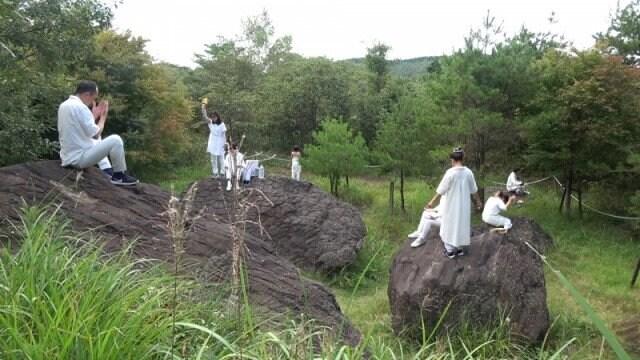 天無神人の宇宙神15神の祈り(愛知・長野の県境「亀甲岩」)のイメージその1