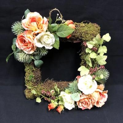 限定数1/リユース/フェイクグリーン壁掛け/バラの壁掛け四角いリース/ずっと使える飾れる/枯れないお花造花/プレゼントに喜ばれる/開店祝い/引っ越し祝い/誕生日プレゼント/母の日/大切な人へのプレゼント/贈答用/特別なプレゼント/形に残る/人とは違う物がいい/もらってうれしい/あげてよろこばれる/ラッキーカラー/バラ好き/かわいい物好き/誕生花/置き52