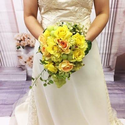 【造花ウェディングブーケ】黄色いバラとマスカットのブライダルブーケ/bq-0029