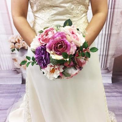 【造花ウェディングブーケ】ピンクのバラの可愛いブライダルブーケ/ブートニアセット/bq-0032